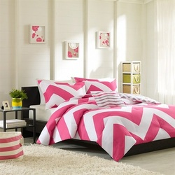 COOL KIDS ROOMS REVERSIBLE WHITE AND PINK CHEVRON BED SET